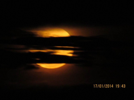 Moon from house by Teich B25