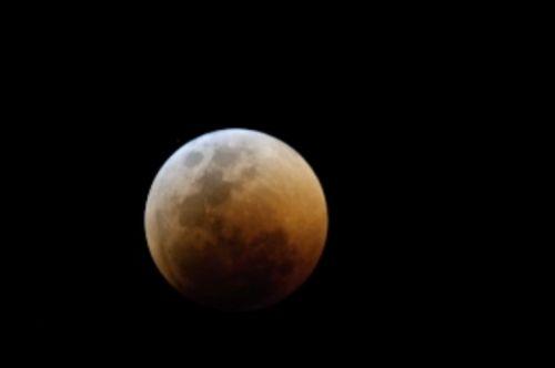 Total lunar eclipse 15 June 2011 by Manuel Lopes 2