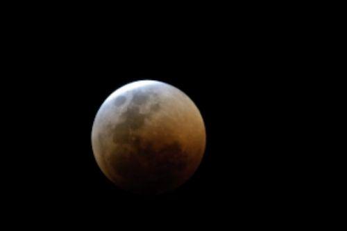 Total lunar eclipse 15 June 2011 by Manuel Lopes